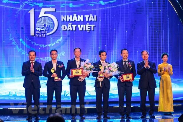 Giải Nhì của lĩnh vực công nghệ giải thưởng Nhân tài đất Việt được trao cho 2 sản phẩm Giải pháp bảo mật toàn diện cho hệ thống camera an ninh
